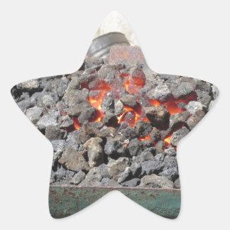 Adesivo Estrela Fornalha antiquado do ferreiro. Carvões ardentes