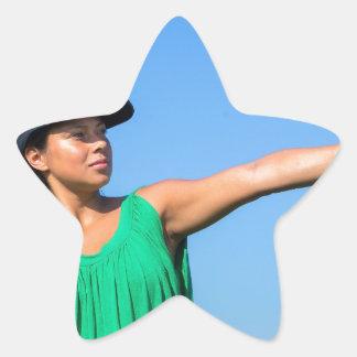 Adesivo Estrela Mulher com da luva e do boné basebol de jogo fora