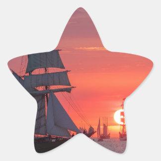 Adesivo Estrela Windjammer no por do sol no mar Báltico