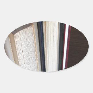 Adesivo Oval A segunda mão registra a posição em uma mesa de
