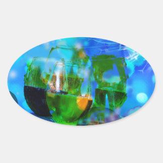 Adesivo Oval Brindando vidros e notas da música