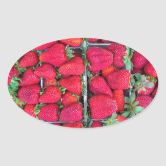 Adesivo Oval Caixas enchidas com as morangos vermelhas