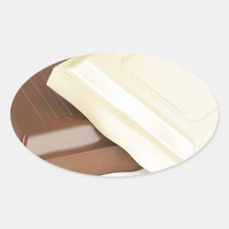 Adesivo Oval Chocolate branco e marrom