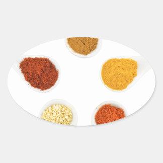 Adesivo Oval Cinco especiarias de tempero em colheres da