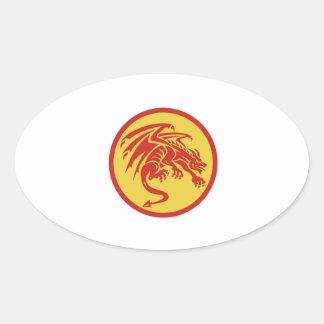 Adesivo Oval Círculo de agachamento da gárgula do dragão retro