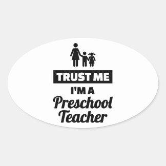 Adesivo Oval Confie que eu mim é um professor pré-escolar
