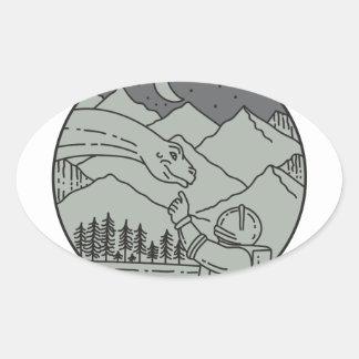 Adesivo Oval Do círculo tocante do Brontosaurus do astronauta