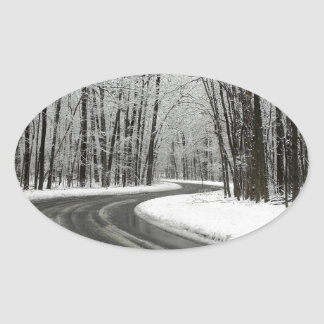 Adesivo Oval Estrada de enrolamento curvada neve