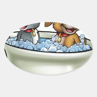 Adesivo Oval Gato e cão dos desenhos animados no banho