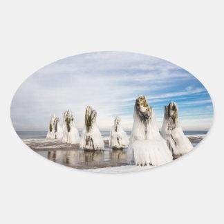 Adesivo Oval Groynes na costa de mar Báltico