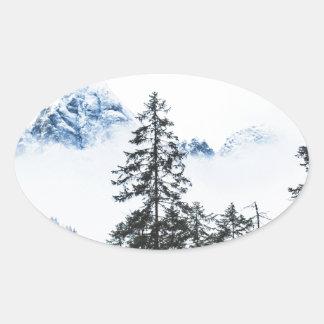 Adesivo Oval Inverno dos againts da floresta do pinho