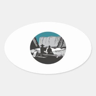 Adesivo Oval Leitura do campista que senta-se no Woodcut do