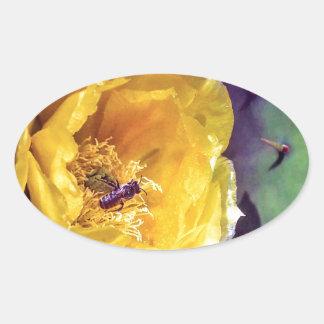 Adesivo Oval Luz do sol, flores e abelhas. Nature-Themed.