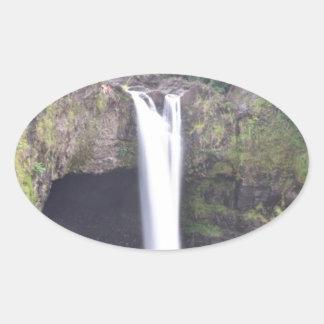 Adesivo Oval O arco-íris cai Havaí