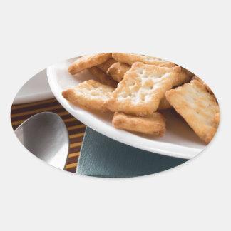 Adesivo Oval Placa branca com os biscoitos no livro velho