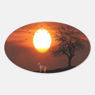 Adesivo Oval Por do sol, árvore, pássaros, Weimaraner, cão