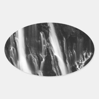 Adesivo Oval Quedas macias e lisas de Burney