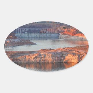 Adesivo Oval Represa e ponte no nascer do sol