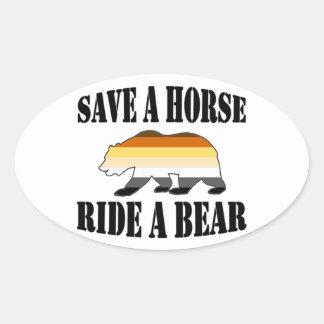Adesivo Oval Urso alegre do passeio A do cavalo das economias A