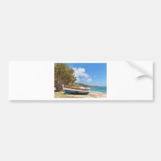 Adesivo Para Carro Barco colorido que encontra-se na praia grega
