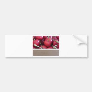 Adesivo Para Carro Beira de cerejas frescas no fundo de madeira