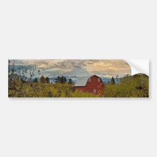 Adesivo Para Carro Celeiro vermelho no pomar Oregon da pera