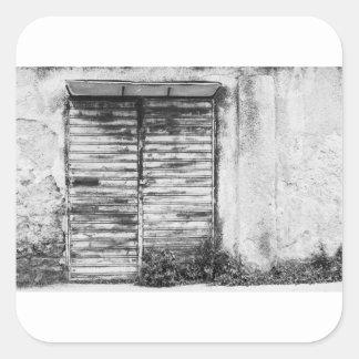 Adesivo Quadrado Bw esquecido loja abandonado