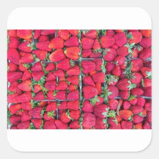 Adesivo Quadrado Caixas enchidas com as morangos vermelhas