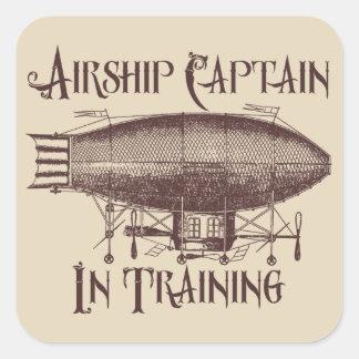 Adesivo Quadrado Capitão do dirigível no treinamento, Steampunk