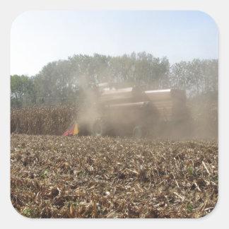 Adesivo Quadrado Colheita do milho da colheita mecanizada no campo