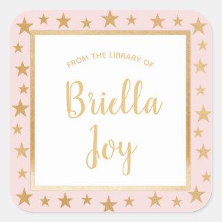 Adesivo Quadrado Cora o nome cor-de-rosa do livro da biblioteca das