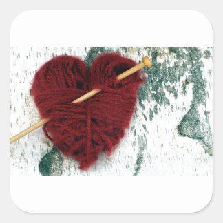 Adesivo Quadrado Coração vermelho de lãs na fotografia do latido de