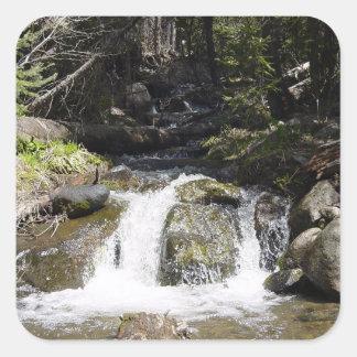 Adesivo Quadrado Córrego nas montanhas rochosas