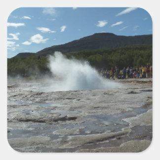 Adesivo Quadrado Entrando em erupção o geyser em Islândia