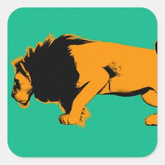 Adesivo Quadrado Gato contra o leão pronto para lutar sobre ou