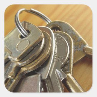 Adesivo Quadrado Grupo de chaves gastas da casa na mesa de madeira