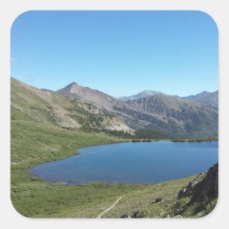 Adesivo Quadrado Lago nas montanhas rochosas