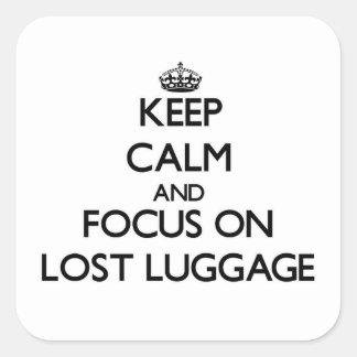 Adesivo Quadrado Mantenha a calma e o foco na bagagem Lost