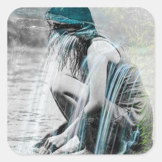 Adesivo Quadrado Menina na cachoeira