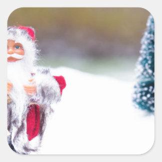 Adesivo Quadrado Modelo de Papai Noel que está na neve branca