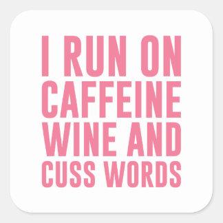 Adesivo Quadrado O vinho da cafeína & Cuss palavras