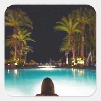 Adesivo Quadrado Palmas, piscina, mulher e cerveja…