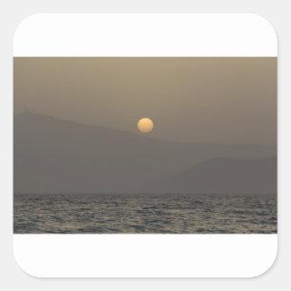 Adesivo Quadrado Por do sol sobre montanhas da ilha de Paros