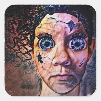 Adesivo Quadrado Primo de Chuckys da boneca de Caroline pelo