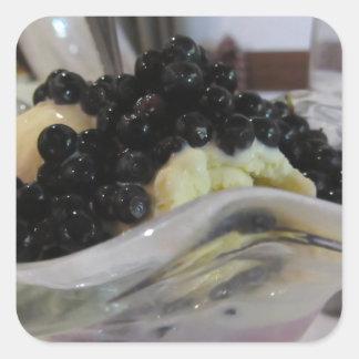 Adesivo Quadrado Sorvete da baunilha com uvas-do-monte silvestres