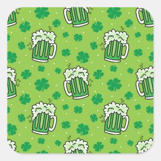 Adesivo Quadrado Teste padrão verde da cerveja do Dia de São