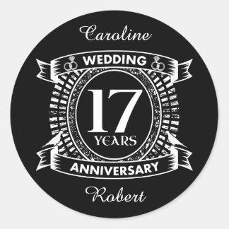 Adesivo Redondo 17o aniversário de casamento preto e branco
