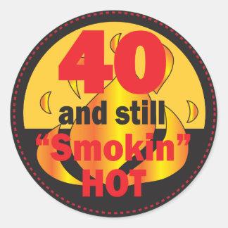Adesivo Redondo 40 e ainda aniversário de 40 anos quente de Smokin