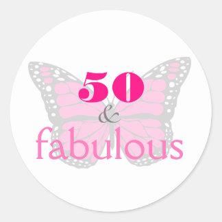 Adesivo Redondo 50 & borboleta do aniversário do rosa fabuloso