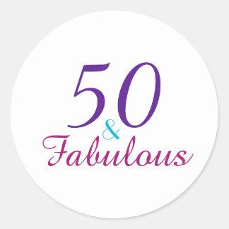 Adesivo Redondo 50 e tipografia colorida fabulosa do aniversário